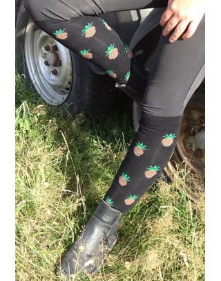 Chaussettes d'équitation Ananas portées sur pieds